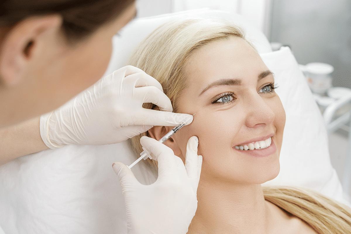 Baby Botox injectie bij jonge vrouw